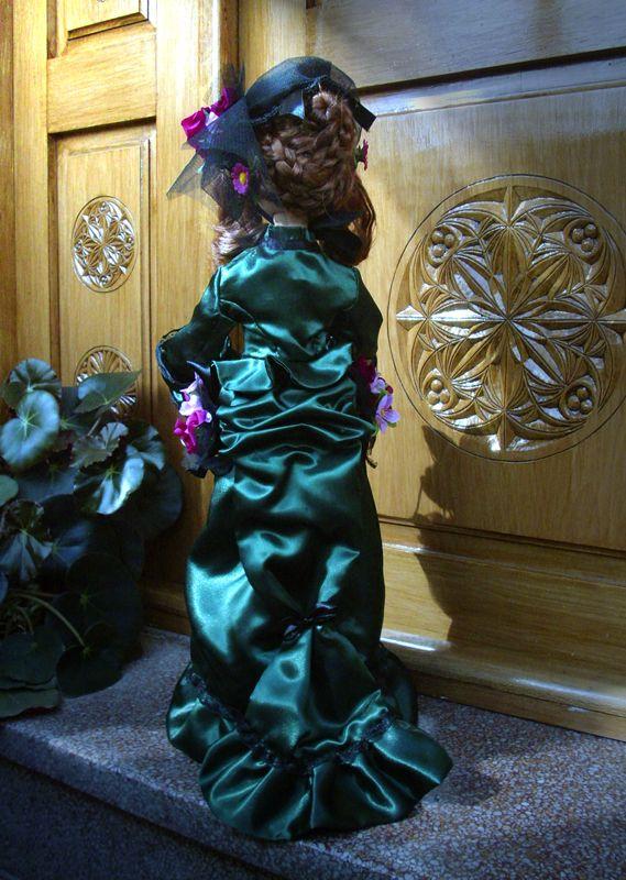 El peinado y la cola del polisón de Lady Blossoms http://nimrodel-manualidades.blogspot.com.es/