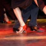 Eröffnungs-Tanzparty  .. damit die tolle Sommerfigur weiterhin Bestand hat!! Gemeinsam mit anderen in entspannter Atmosphäre tanzen. Ohne Erwartungsdruck haben Sie die Möglichkeit einen schönen Abend zu verbringen. Jede unserer Tanzpartys wird von einem unserer erfahrenen Tanzlehrer betreut. Tanzbarkeit und Unterhaltung stehen bei unserer Musikauswahl im Vordergrund. Bitte Anmeldung per Mail an: info@tanzeleganz.de Wir freuen uns auf []  Mehr Salsa Bachata Kizomba Informationen auf…
