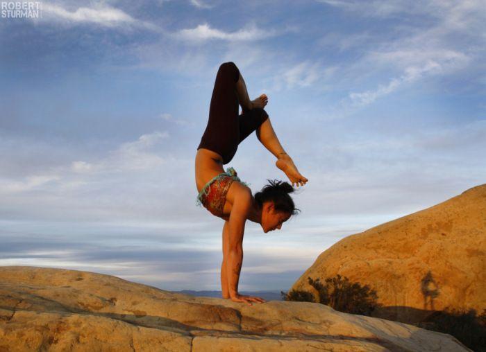 beautiful yogo poses | Beautiful Yoga Poses > Arm Balances > Handstand