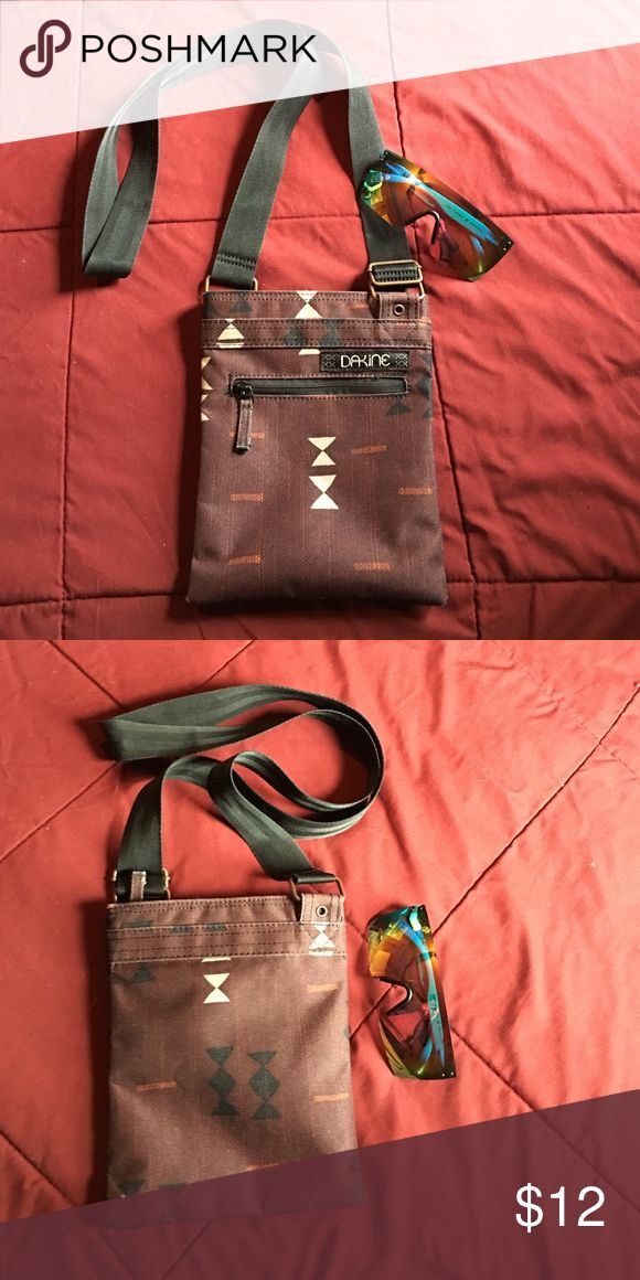 Dakine Crossbody Small Purse Great condition, clean interior. Great for travel! Dakine Bags Crossbody Bags