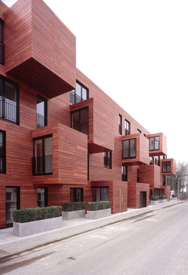 In Hamburg Harvestehude planten und bauten blauraum Architekten den Umbau eines Bürogebäudes. Entstanden sind auf vier Geschossen 15 Eigentumswohnungen.