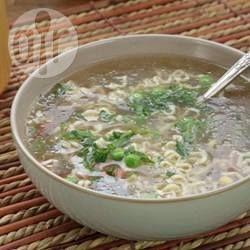 Knochenbrühe aus dem Slow Cooker - Knochenbrühe kann man super im Slow Cooker machen und sie ist sehr gesund - besonders beo Gelenkschmerzen und Entzündungen wird ihr heilende Wirkung nachgesagt.@ de.allrecipes.com