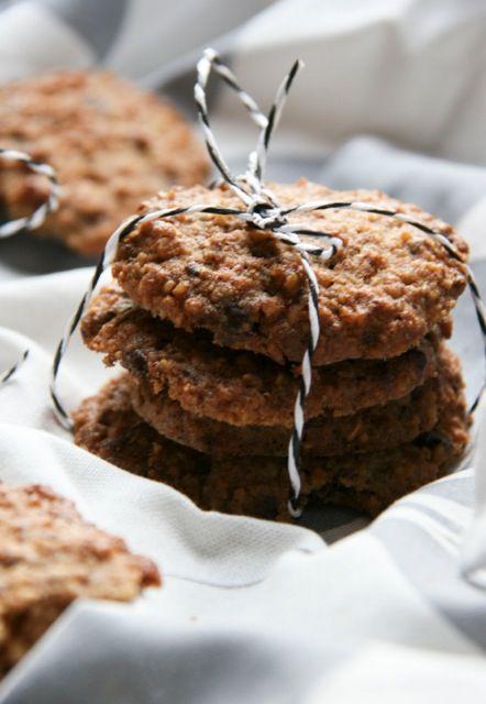 Alacsony szénhidráttartalmú ízletes keksz, mely finomított cukor nélkül készült. Kiváló a gluténmentes tízórai csomagba egy natúr joghurt mellé!