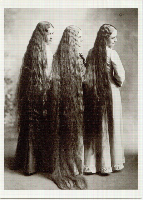 Not liking the straggliness of this overgrown hair but interesting article about hair length.