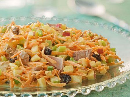 Para um bela entrada num jantar o salpicão é uma excelente opção. Esta receita é muito simples de preparar e ao mesmo tempo tem o sabor que seus convidados merecem.