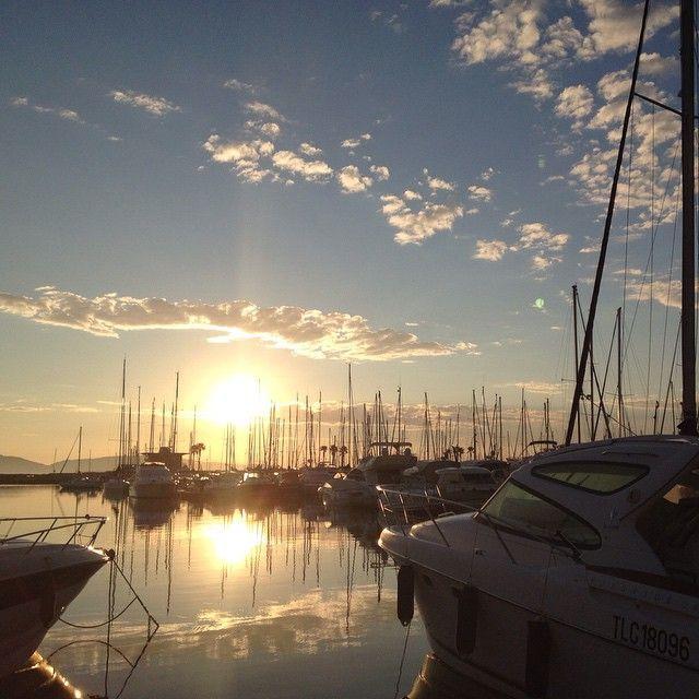 Lever du soleil pour cette superbe journée à #cavalaire #cavalairetourisme #cavalairesurmer