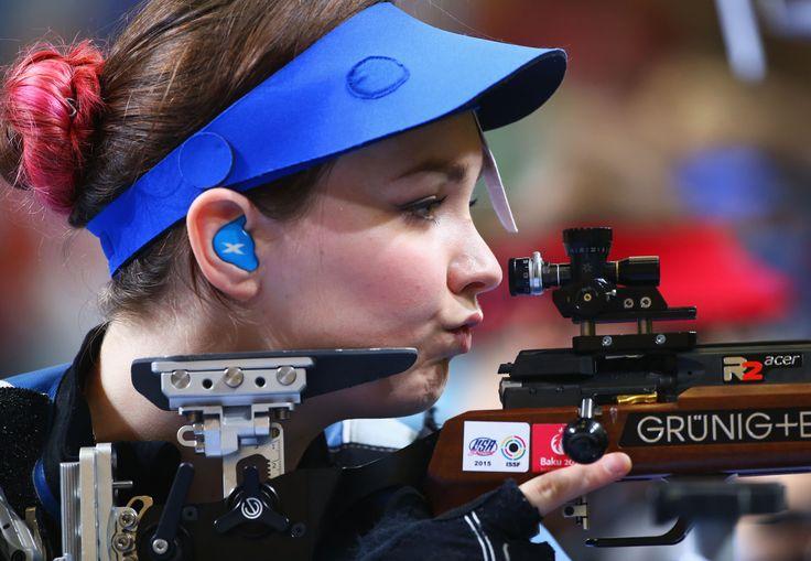 Jen McIntosh setting her sights on the target at Baku 2015