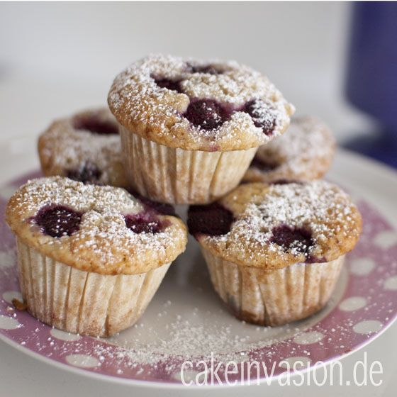 Himbeer-Muffins - sehr saftig und fluffig-weich beim Reinbeißen. Vegan, laktosefrei und hallal.