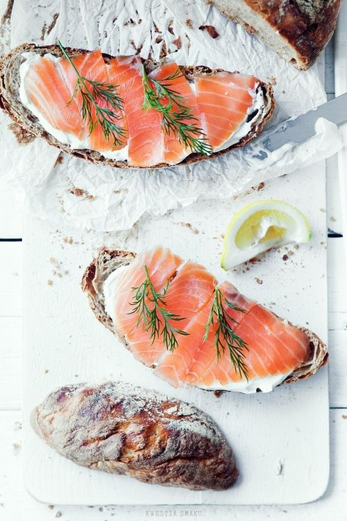 Bread with cream cheese, smoked salmon, and herbs