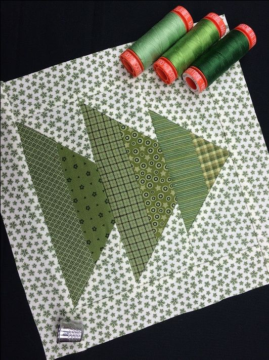 This adorable Christmas tree quilt block comes together in a snap, so it's perfect for holiday elves with a busy schedule! Get the FREE tutorial on Craftsy!