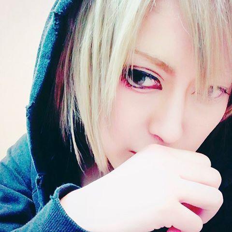 #男装#中性#コスプレ#ヴィジュアル#ビジュアル#ビジュアル系#ヴィジュアル系#v系#男装女子#メイク#男装メイク#マッシュ#ホスト#ジェンダーレス#コスプレイヤーさんと繋がりたい #me#cosplay#cosplayer#dansou#japan#tokyo#japanesefashion#followme#anime#manga#visualkei#vkei#gothic#make#makeup