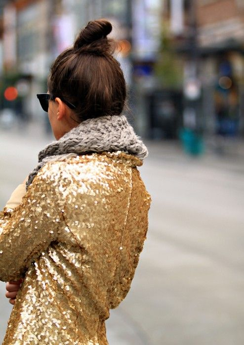 gold sequin jacketSequins Blazers, Knits Scarves, Street Style, Saia Mini-Sequins, Gold Sequins, Chunky Scarves, New Years, Chunky Knits, Sequins Jackets