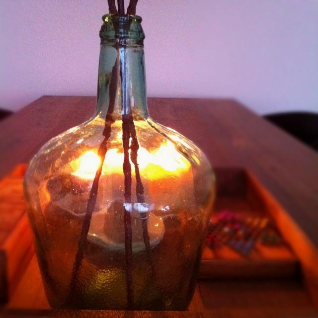 Kaarslicht in een flessenvaas