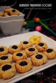 Thumbprint cookies ini jadi salah satu cookis kesukaan saya, teksturnya lembut ditambah kacang mete yang gurih dan blueberry palete ya...