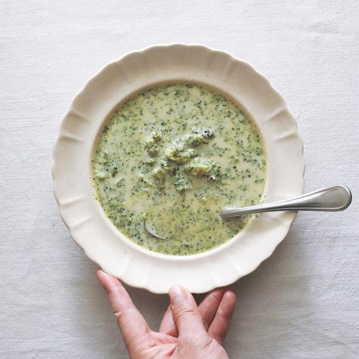 """6,685 Likes, 4 Comments - Masaki Higuchi (@higuccini) on Instagram: """"broccoli soup . 今朝はブロッコリーのスープ。 ベジブロと豆乳の組み合わせ。 お疲れの胃腸に優しい味わい。 . . . #朝スープ #朝ベジ #朝ベジスープ #ブロッコリー…"""""""