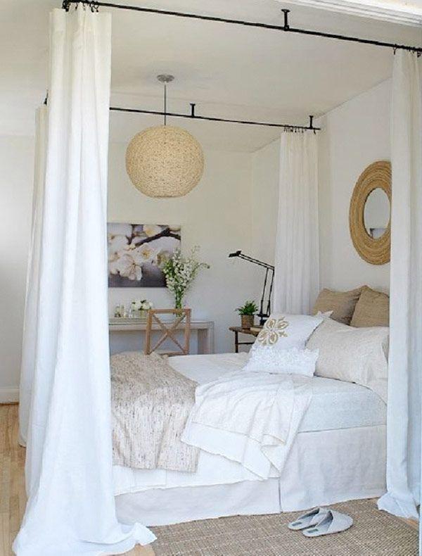 <p>Tänk vad lite tyg kan göra för ett rum. Här är 35 helt ljuvliga sovrum med en sak gemensamt – en sänghimmel.</p>