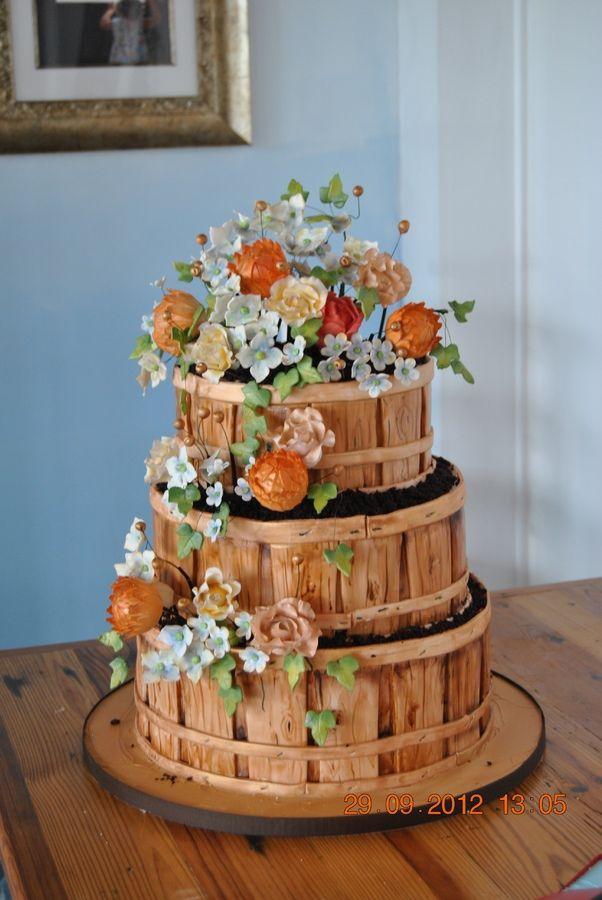 10, 8, 6, свежая клубника, лимон с IMBC, тыква заполнены со сливочным сыром.  Fondant, ручной росписи напоминают дерево и много сахара цветы!