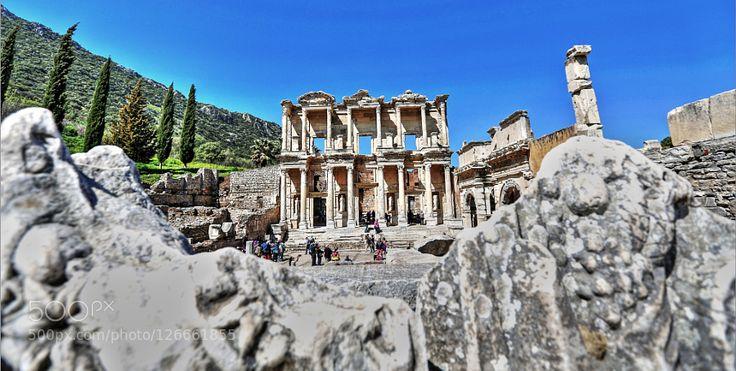 Efes Celsus Kütüphanesi - Pinned by Mak Khalaf Efes Celsus Kütüphanesi SELÇUK iZMİR Travel EfesTürkiyeantikantik kentcelsusephesuskütüphaneselçuktarihtravelunescoİzmirşehir by Sercan_cipli