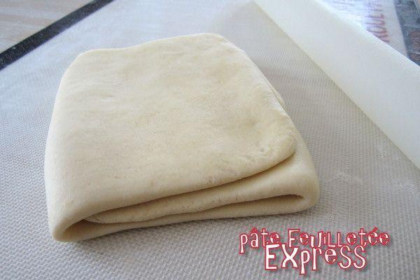 Lorsque j'ai voulu tester la pâte feuilletée maison, j'ai voulu commencer par la vraie : celle avec la détrempe, le beurre dedans et les tours parce que je me dis toujours que la méthode adoptée par les professionnels est obligatoirement la meilleure......