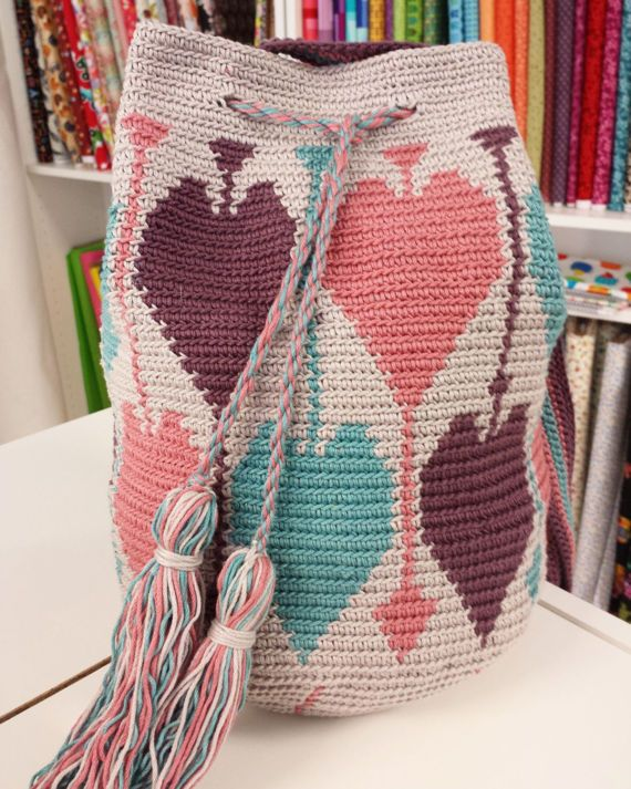 Crocheted wayuu-style bag, wayuu bag, crochet bag, summer bag によく似た商品を Etsy で探す