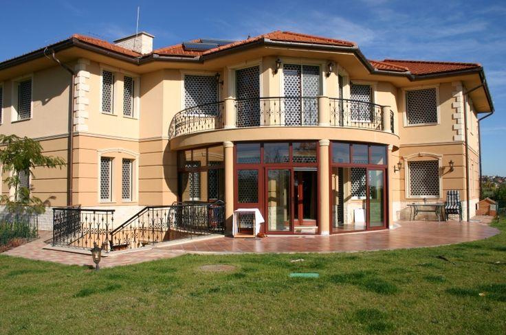 Komplett homlokzatok, függönyfalak és nyílászárók gyártása és kivitelezése.  http://www.otodikevszak.hu/telikert/homlokzatbeepitesek
