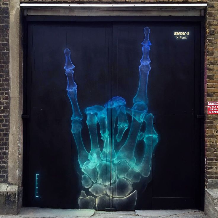 Shok-1 is currently in London, UK where he just finished working on a amazing new piece which was painted just off the busy Brick Lane.