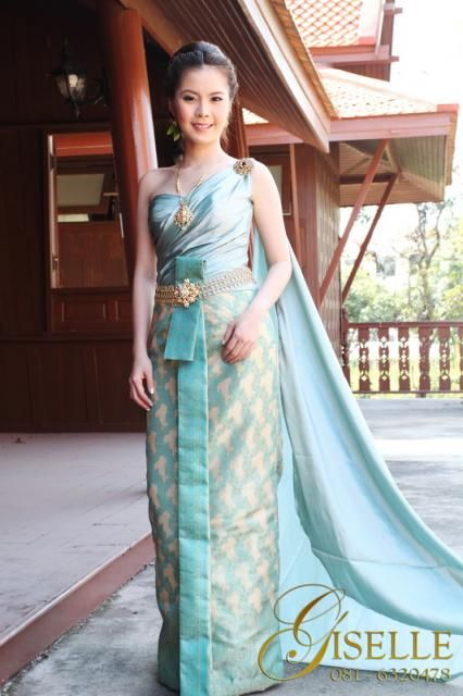Soft accents and silk : Thai Fashion