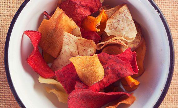 Chips di verdure al forno: gli stuzzichini vegani per un aperitivo leggero e gustoso | 100% green kitchen