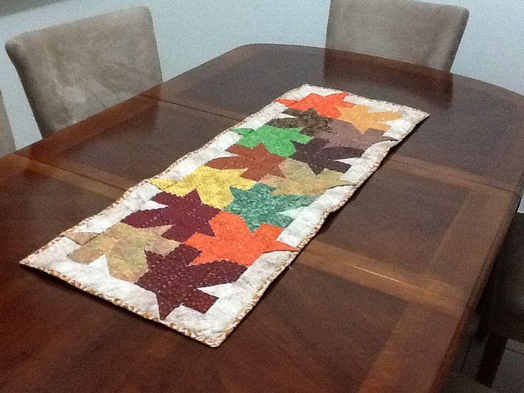 Camino de mesa hoja de maple colores otoño