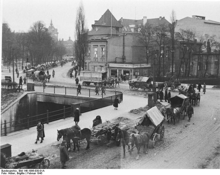 German civilians in February 1945 in Danzig and the surrounding area; fleeing from the approaching Red Army, they have had to leave their homes.
