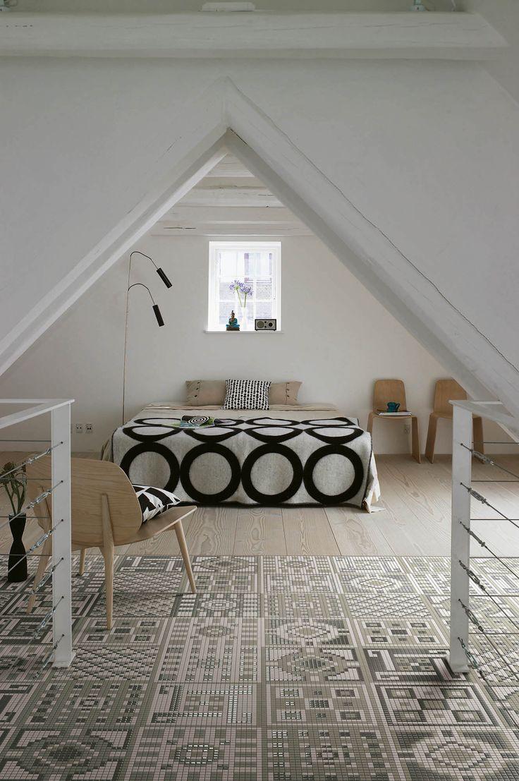 Makuuhuoneeseen on tehty Appianin Memori-mosaiikista kaunis matto.
