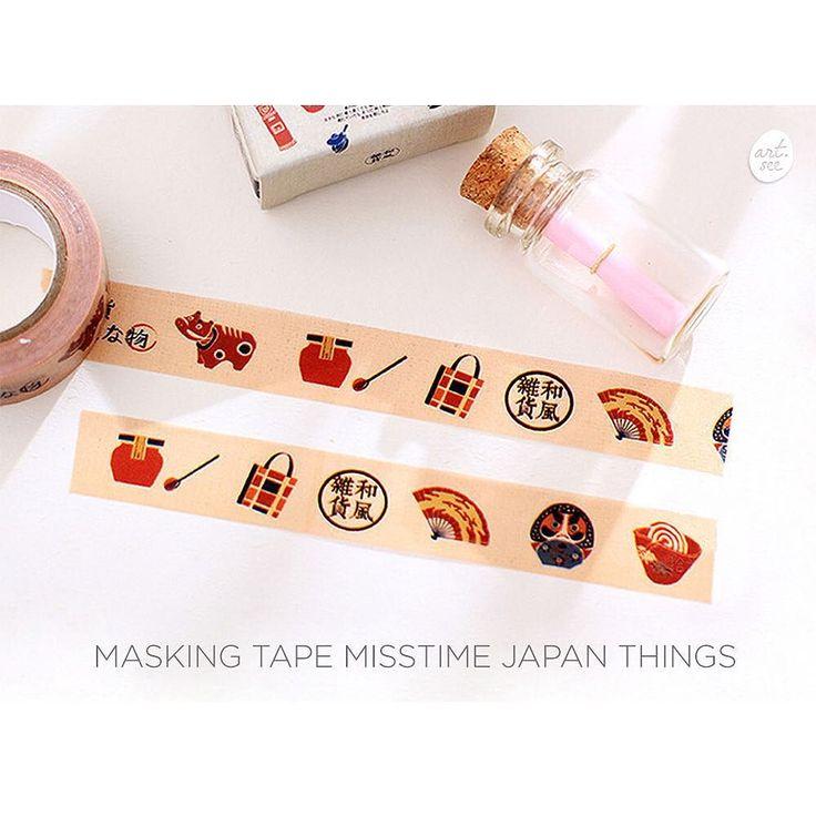 Masking Tape Misstime Japan Things  Selotip dekorasi berbahan kertas washi dengan tema objek-objek khas Jepang.  Lebar pita 1.5 cm panjang 10 meter Bahan washi paper isi 1 selotip ------------------------------------------------- Harga : 20.000 ------------------------------------------------- FORMAT ORDER  Nama :  Alamat :  No hp : Pesanan (Nama - Detail jumlah dan tipe) :  KIRIM KE  Line : art.see Wa : 62 817-907-8499 ------------------------------------------------- Product detail…