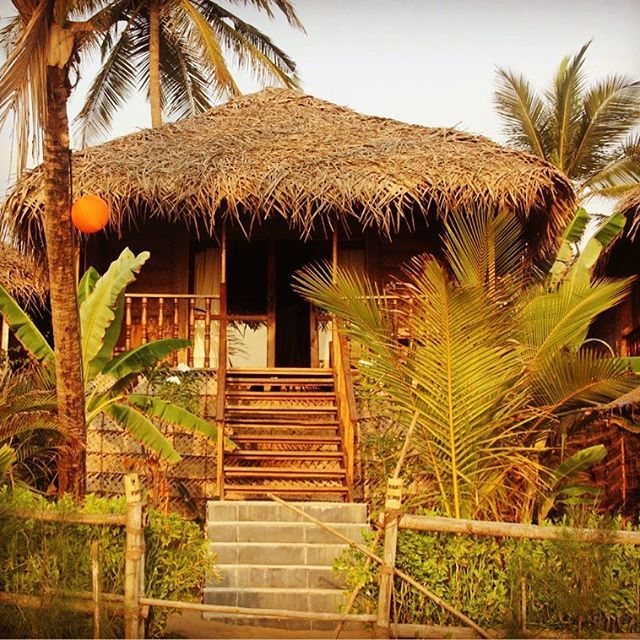 And that would be our home for next 3 awesome days... Villas that open right on the beach!!! Agonda Villas!!! Goa, India