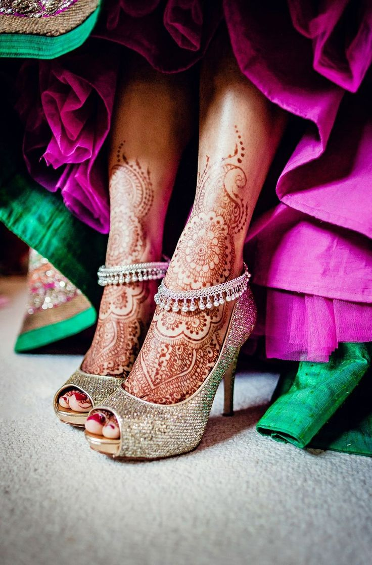 Indian wedding - Gorgeous silver shoes and henna http://www.whitepetalsandpearls.com