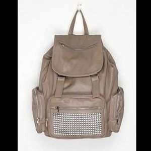 Deena & Ozzy Handbags - Grey backpack with studs