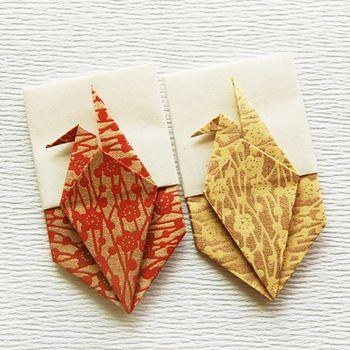 柄付きの折り紙も素敵です。