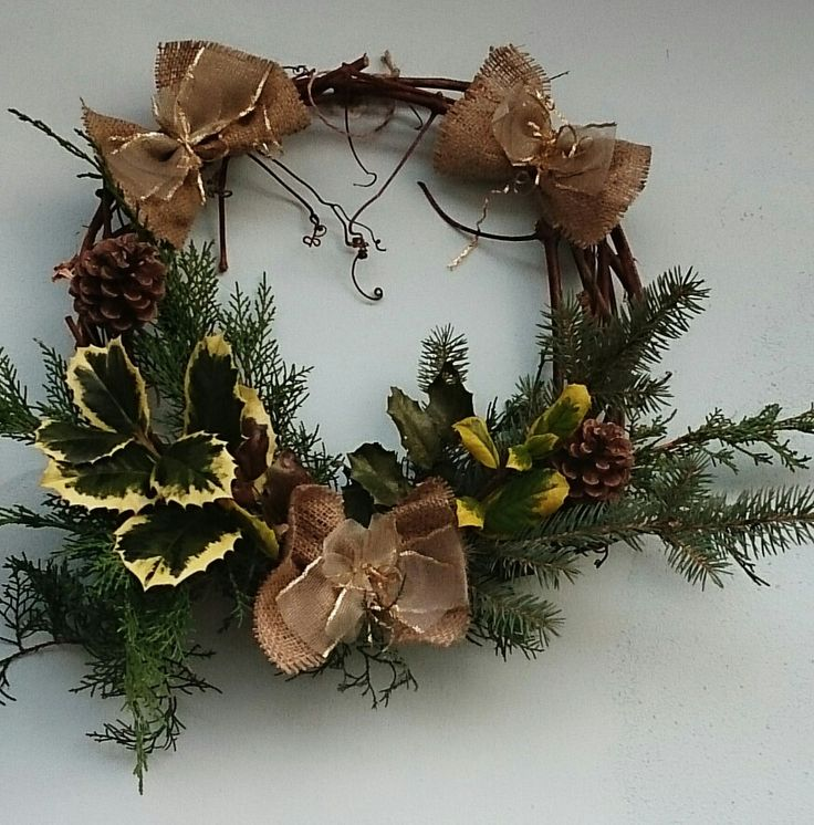 Christmas wreath. Burlap and gold - hit of the season.