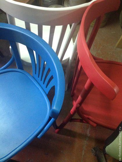 Купить или заказать Разноцветные венские стулья в интернет-магазине на Ярмарке Мастеров. Венские стулья разных цветов Удобные и практичные стулья из натурального дерева, прочная и устойчивая конструкция. Мы покрасим стулья в любой цвет по RAL, чтобы они максимально вписались в Ваш интерьер.