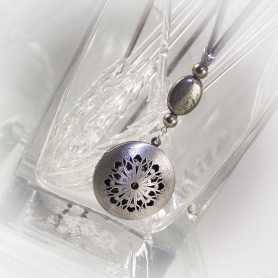 Ultimate Essential Oils locket with diffuser insert - limited time Free gift included 219908DAS