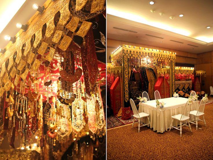 Traditional Minang Wedding by Buchyar - www.thebridedept.com