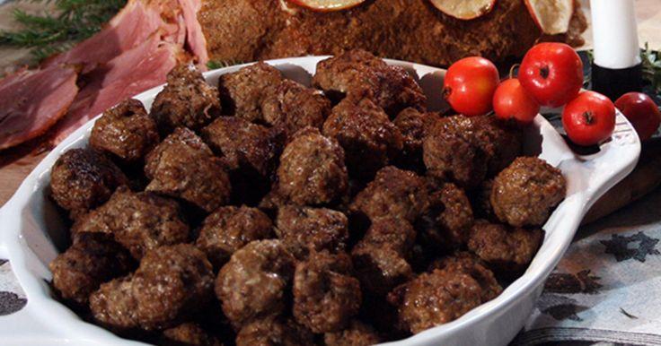 Ernsts recept på köttbullar gjorda på älgfärs och havregryn. Att göra köttbullarna med havregryn gör dem extra fina i konsistensen. Använder du ren havre kan även glutenintoleranta mumsa i sig älgköttbullar.
