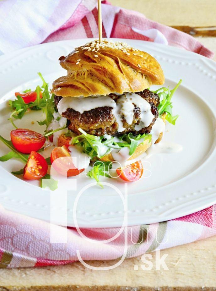 100% domáce hovädzie hamburgery
