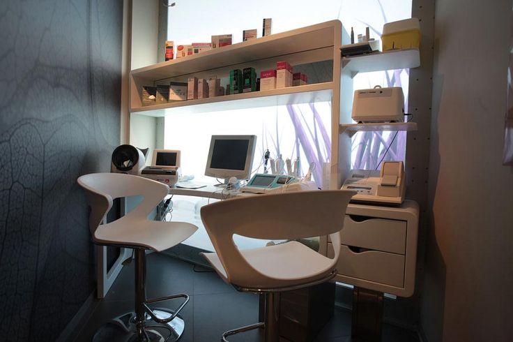 Farmacia all'Aquila > Tutti > Portfolio Alfonso Maligno architecture & design - Studio Alfonso Maligno - Progettazione farmacie