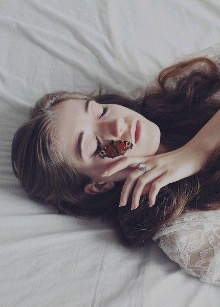 Неужели вы думаете, что когда ночью лежишь в постели одна, то мысль о том, что тебя любит полмира, может тебя утешить? Полмира - это ничто, если не любит тот, кто тебе нужен.   Бриджит Бордо.