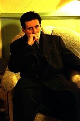 Estoy muy harto!  A veces pienso, incluso... a veces...   Pero a veces, pocas por suerte,  me dejo llevar por el corazón... dejo de lado el razocinio...  En esos momentos, AHORA MISMO, algo pasa en mis entrañas. Me digo, literalmente:  -Joder, Francis! Que harto estás!   De pequeño me llamaban así en casa...  Y malo... Muy malo. Cuando me hablo así, a mí mismo, es que se ha hecho 'click' en algún sitio de mi cerebro...  Harto de todo cuanto leo, veo, oigo... sea una puta mentira. SI. UNA…