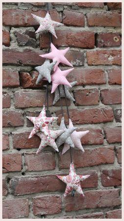 Suspension d'étoiles avec petits liens au crochet by Ma jolie Tribue