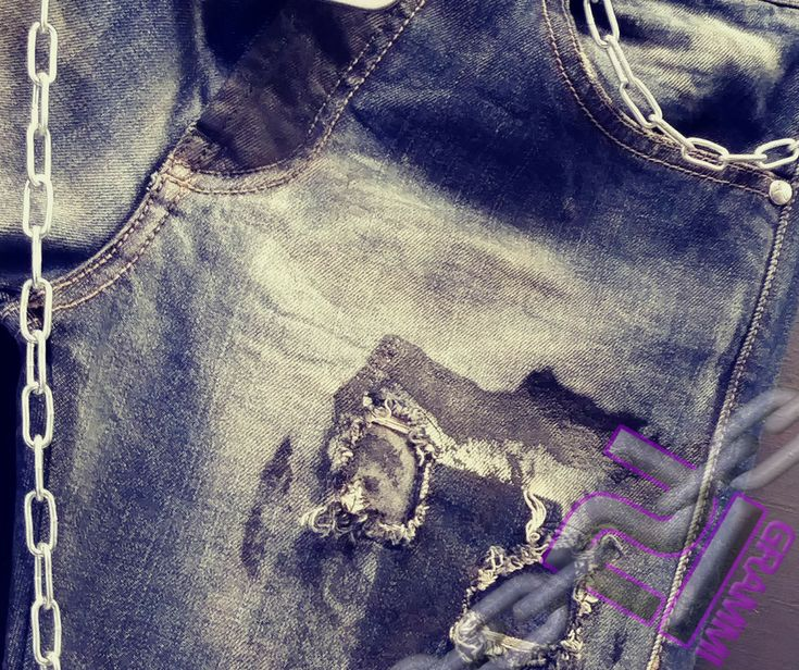 Quando i #dettagli fanno la differenza  #jeans #urbanstyle #dark #moda #pomeziastyle #queenofdarkness #religionclothing #madeinitaly #london #londonstyle #rocklove #21grammilife #animadark #abbigliamento #abbigliamentodark #abbigliamentopomezia #weliveinblack #vestitidellanima