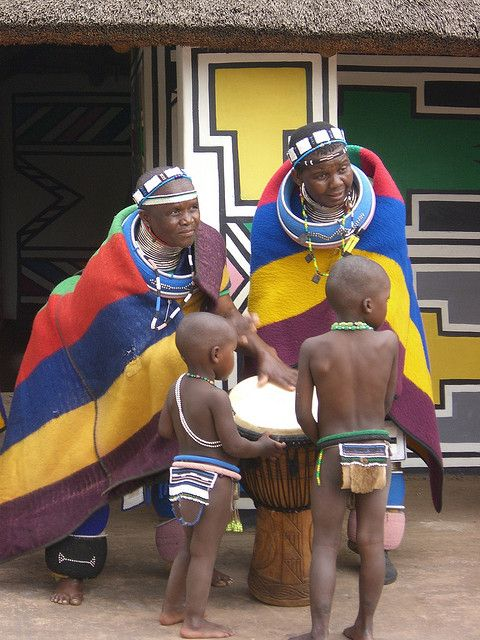 Africa | Ndebele women and children at the Cultural Village. South Africa | ©IsabellePublic