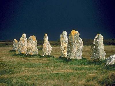 C'est en Bretagne que l'on trouve les plus vieux mégalithes d'Europe.Les alignements des pierres de carnac...un mystère qui perdure... Carnac, Bretagne.  http://www.carnac-tv.fr