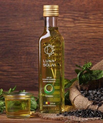 Ulei de floarea soarelui presat la rece cu bucuioc - 250ml - inspirat din bucătăria tradiționala românească, uleiul cu busuioc dă un plus de savoare preparatelor culinare.